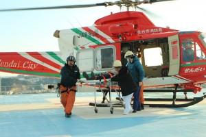 ヘリコプターを使用した患者搬送訓練