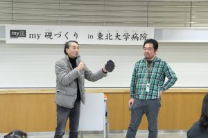 my硯について説明する武藤氏と司会の和田准教授